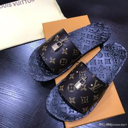 $enCountryForm.capitalKeyWord Australia - Summer Men's Slippers Luxury brands Fashion Outdoor Slides Indoor Non-slip Slippers Beach flip flops Personalized men slippers 38-