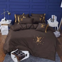 Wholesale Brown Letter Embroidery Bed Cover Suit L Letter Brand Spring And Autumn Bedding Flower Design Gold Thread Bedding Sets