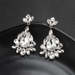 2018 più nuovo modo goccia d'acqua di cristallo orecchini a goccia lunga gioielli da sposa donna chiara sposa ciondola gli orecchini regali di festa JCC058 in Offerta