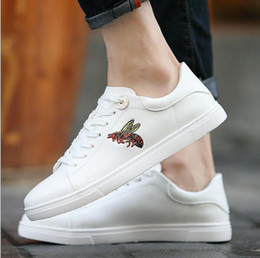 $enCountryForm.capitalKeyWord Australia - HighQuality manand Women Fashion Spring Flat White Shoes Lady Casual Comfortable Sport Running PU Leather Soft SkateBoard Sneakers LaceUpv30