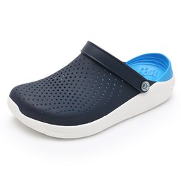 eva garden clogs Canada - 2019 Summer Men's Crocks Clogs Sandals EVA Lightweight Beach Slippers For Men Women Unisex Garden Clog Shoes Crok AdultoBreatha Y200520