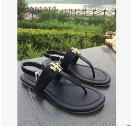$enCountryForm.capitalKeyWord NZ - Leather Thong Metal Chain Flip Flops Slippers Sandals Women Luxury Desinger Shoes Fashion Thin Black White FlipFlop Brand GGSandals GGFlipfl