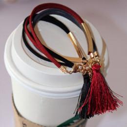 Vente en gros Un nouveau mode de bijoux en noir de mode en cuir simple bracelets bracelets cadeaux pour fille des femmes en gros