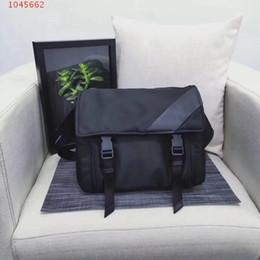 $enCountryForm.capitalKeyWord Australia - The New women Men cool style Messenger One Shoulder Nylon Chest bag Men Bag Flip messenger bag Black nylon High capacity