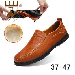 leather winter wear Canada - wholesale Men's Peas Shoes 2018 Autumn Winter New Slip-on Casual Footwear Soft Bottom Men's Shoes Wear-resistant Genuine Leather