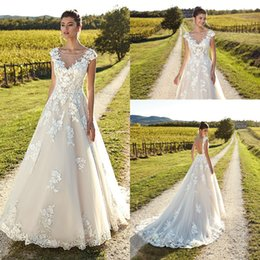 Scalloped wedding dreSSeS online shopping - 2019 Scoop Neck Lace A Line Wedding Dresses Tulle Lace Applique Backless Sweep Train Wedding Bridal Gowns With Cap