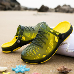 $enCountryForm.capitalKeyWord NZ - newest Designer Mens Sandals Summer Stripped Slippers For Men Flip Flops Summer Beach Rubber Shoes Male Flats Sandals Black Blue Army Green