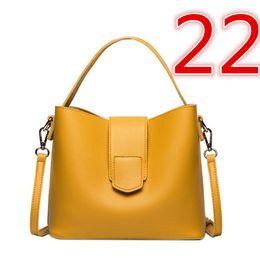 Chinese  2019 hot sell Ruil Women Color splicing Little bee Bags Fashion Zipper Designer Handbag Casual Shoulder Messenger Bag 00002251022 manufacturers