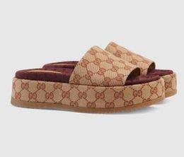 2019 neue Art 573018 Rutsche Sandale Frauen klassische Art und Weise Designer Damen Rote Erdbeere farbige Flip-Flops Belieben Top-Marken mit der Box im Angebot