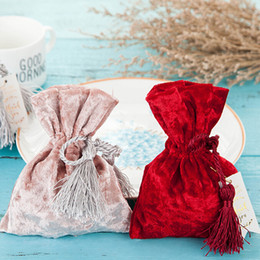 $enCountryForm.capitalKeyWord Australia - Creative Red Velvet Bags Drawstring Gift Bags For Wedding Gift Small Gold Drawstring Velvet Bag Candy Pouches 11x14cm