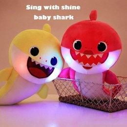 Toptan satış 3 Renkler 30 cm LED Müzik Bebek Köpekbalığı Peluş Oyuncaklar Karikatür Dolması Güzel Hayvan Yumuşak Bebekler Müzik Köpekbalığı Peluş Hayvanlar 10 adet
