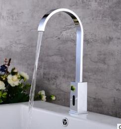 à la mode unique combiné type robinet d'eau à induction tout robinet de lavabo en cuivre
