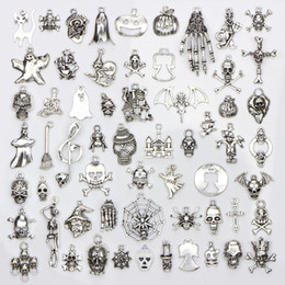 Wholesale Assorted Designs Halloween Charms Skull Skeleton Hand Spider Bat Ghost Witch Pendants Diy Jewelry Making bag