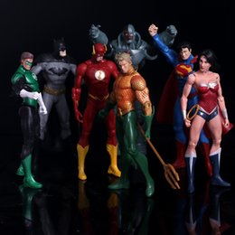 $enCountryForm.capitalKeyWord NZ - Anime Figure Superheroes Batman Green Lantern Flash Superman Wonder Woman Pvc Action Figures Kids Toys Dolls Model 17cm C19041501