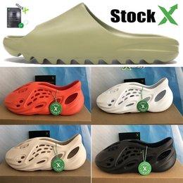 Venta al por mayor de Kanye sandalias corredor de espuma de triple zapatos negros blancos formadores zapatilla de diapositivas ósea total naranja zapatos de diseño arena del desierto resina de las zapatillas de deporte Stockx
