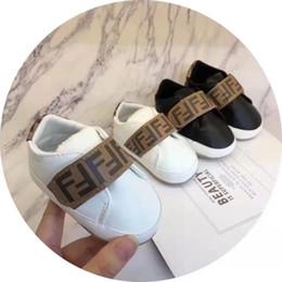 Venta al por mayor de Diseñador primer caminante del bebé de alta calidad de las zapatillas de deporte del bebé recién nacido del bebé Niñas Niños suave Único zapatos del niño de los niños de Prewalker del bebé Zapatos Casual