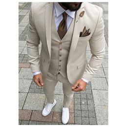 Venta al por mayor de Beige trajes para hombre 2019 chaqueta de tres piezas pantalones chaleco Slim Fit Blazer para hombre Novio de la boda Tuxedos