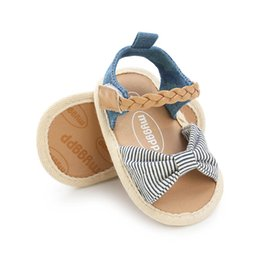 $enCountryForm.capitalKeyWord Australia - New Baby Girl Shoes Baby Girl Sandals Summer Cotton Canvas Dotted Bow Sandals Newborn Shoes Beach