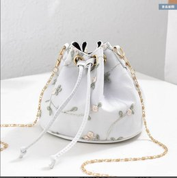 Single Chain Bucket Australia - Slanting Single shoulder Wild Joker Mini chain Like a breath of fresh air Embroidery Bucket Bag