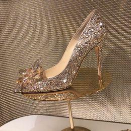 Vendita calda Champagne strass Pompe Scarpe da donna scarpe a punta Tacchi sottili Scarpe da sposa di cristallo Sposa Tacchi da donna Scarpe da festa in Offerta