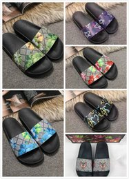 $enCountryForm.capitalKeyWord NZ - 2018 Black Rubber Slide Sandal Slippers Green Red White Stripe Fashion Design Men Women with Box Classic Ladies Summer Flip Flops