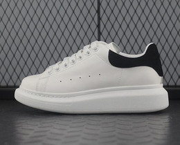 Dark Navy Shoes UK - Designer Luxury chaussures Mens Womens Casual Fitness Shoes Chaussures Fashion White Leather Comfortable Shoes Flat Leisure Sneaker