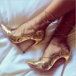 Venta al por mayor de Tacones altos de encaje vintage 12cm Punta estrecha con cordones Bombas de mujer con cordones Tallas grandes 35-43 Zapatos de boda para fiestas personalizados
