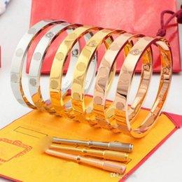 Venta al por mayor de Eternas pulseras clásicas de cinco generaciones para los enamorados. Oro rosa de 18 quilates, acero de titanio, se cierran entre sí con una pulsera de diamante.