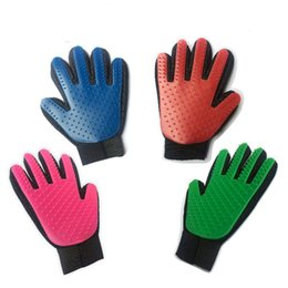 Chinese  Pet Dog Grooming Hair Glove Dog Brush Comb For Pet Dogs Glove Cleaning Massage Hair Removal Brush Promote Blood Circulation manufacturers
