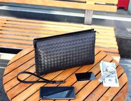 cfc8e9633 Novo designer de moda homens saco de embreagem Itália top saco de embreagem de  couro 2821 zipper tecido quadrado preto couro top grande carteira