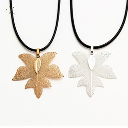 $enCountryForm.capitalKeyWord Australia - 2019 New Fashion Natural Maple Leaf Pendant Necklace Designer Luxury Maple Necklace for Valentine Day Gifts Mother Gifts for Women Wholesale