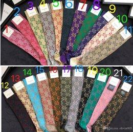 Venta al por mayor de 22 colores 2019 Medias de marca Calcetín de moda con caja de regalo Mujer G carta Calcetines Mujeres Colores Calcetines de algodón de punto 140
