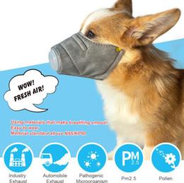 Máscara para mascotas bozal de perro máscaras de humo máscara de boca a prueba de polvo Anti-PM2.5 mordedura ajustable transpirable gris perro entrenamiento bozal mascota regalo de protección en venta