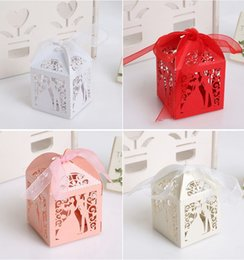 $enCountryForm.capitalKeyWord Australia - Luxury Laser Cut Wedding Sweets Candy Gift Favour Boxes Couple Design with Ribbon Table Decorations DIY Cookie Bags C1119