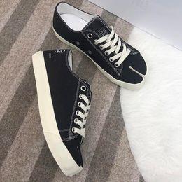 $enCountryForm.capitalKeyWord Australia - High quality split type horseshoe shaped toe partial split canvas shoes female spring new Japanese style repair female belt single shoes qo