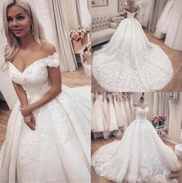 Short wedding dreSS church online shopping - 2020 Ball Gown Wedding Dresses Sexy Off The Shoulder Lace Appliques Formal Church Bridal Gown Puffy Long Skirt Arabic Vestidos AL3157