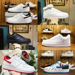 Vente en gros 2019 Nike Air Force 1 one airforce Hommes Femmes Coupe Basse Un 1 Chaussures Décontractées Blanc Noir Dunk Sport Chaussures De Planche À Roulettes Classique AF Mouche Baskets High Knit Sneakers
