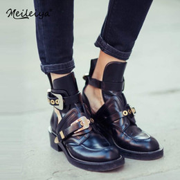 $enCountryForm.capitalKeyWord NZ - Spring Summer Fashion AnkleGold Silver Buckle Ankle Boots For Women Casual Cut-outs Buckle Round Toe Chain Motorcycle Boots