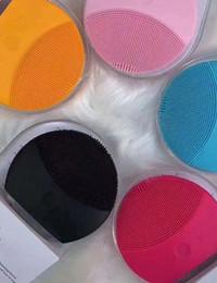 silicone elétrica limpeza facial instrumento face Massager frete grátis Facial Cleansing massageador elétrico face Silicone Cleaner em Promoção