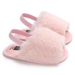 Опт Детские меховые сандалии для малышей из мягкой кожи с эластичной силиконовой противоскользящей обувью для детей Высококачественные твердые летние лохматые туфли Дизайнерские дети