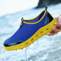2019 nuove scarpe da uomo calde da uomo Calze da acqua a piedi nudi Quick-Dry Beach Swim Pool Sports Dimensioni dell'esercizio: 40-48 in Offerta