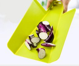 Wholesale Food Grade PP Meat Vegetable Kitchen Folding Eco Friendly Bread Mold Shovel shaped Cutting Board Kitchen Stuff