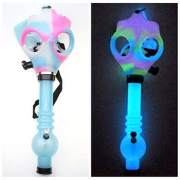 Wholesale Gas Mask Bong Both Glow in the Dark Water Shisha Acrylic Smoking Pipe Sillicone Mask Hookah Tobacco Tubes