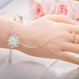 chain finger rings Canada - Luxury Pearl Flower Bangle Bracelets with Ring Jewelry Silver Plated Flower Charm Chain Ring Bracelets Cuff Wristband Finger Ring for Women