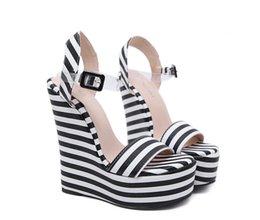 Großhandel DiJiGirlsHot sale neue Herbstmode Frauen Schuhe Metallkette Dekoration High Heels Party Damen Schuhe Frauen Sexy Plattformpumpen Schuhe größe;