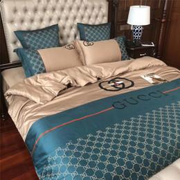 Ingrosso Completo di biancheria da letto con ricamo classico ape per uomo e donna Set di biancheria da letto di qualità a letto nuovo