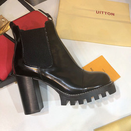 Heavy Duty Boxes Australia - Luxury designer womens shoes Ankle Boots Patent leather and heavy-duty soles Fashion classic ladies winter Knight Boots With original box