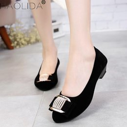 Comfortable Soft Women Shoes Australia - Designer Dress Shoes 2019 Spring New Fashion Women Casual Ventilation Mother's Soft And Comfortable High Quality Women's