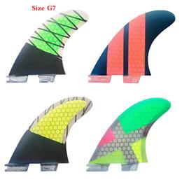 Großhandel Neue Surfbrettflossen 3 STÜCKE Set FCS II G7 Glasfaserwabe mit Carbon L Größe FCS 2 Flossen Heiße Verkaufsbrandungsflosse Quilhas Tri Flossen