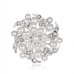 Pearl Women Clothing Australia - 2019 Fashion Pearl Pin Brooch for Clothes New Flower Pins and Brooches for Women Cute Rhinestone Metal Pin Brooches Badge for Party